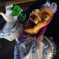 The Queen - Hand and Glove puppet - Wood